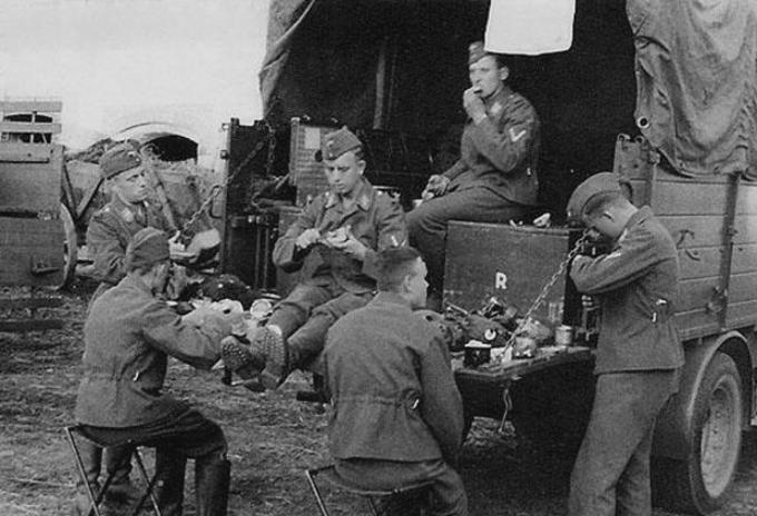 Les soldats de la Luftwaffe au repos ! - Page 2 Bfdngn10