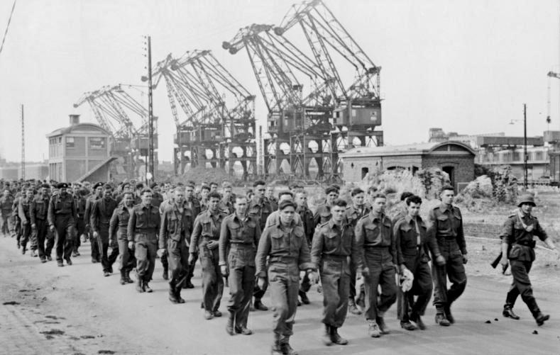 1945, la Wehrmacht et l'armée américaine attaquent l'Union Soviétique ! - Page 4 D410