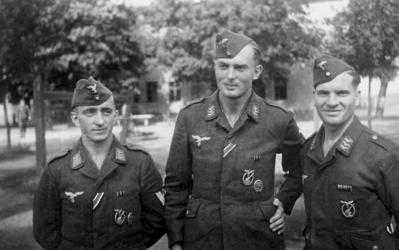 Les Calots de la Luftwaffe Dfhd4910