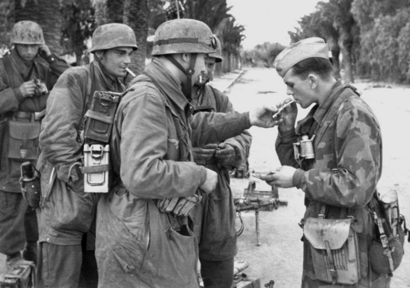 Les Calots de la Luftwaffe Esrgrc10