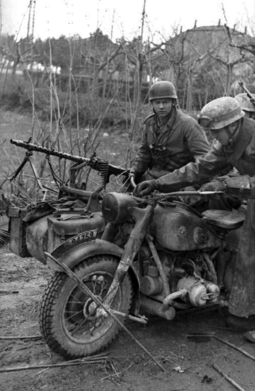 Les troupes de la Luftwaffe en Italie - Page 6 Ujk10