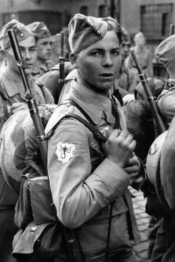 Les Calots de la Luftwaffe Uujj10