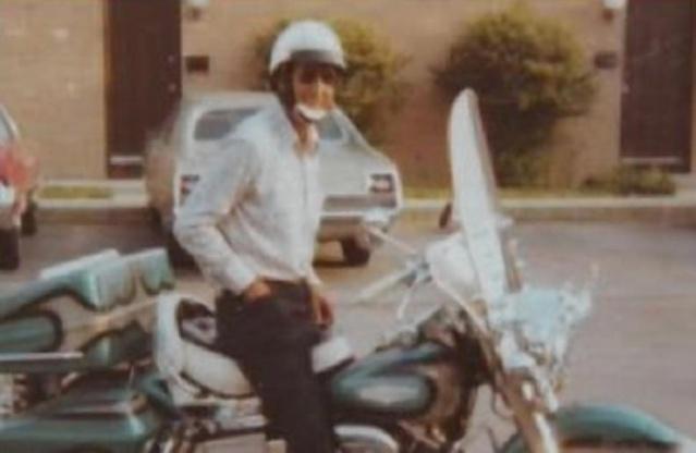 Homem é enterrado em sua motocicleta [Desejo realizado] 5a10