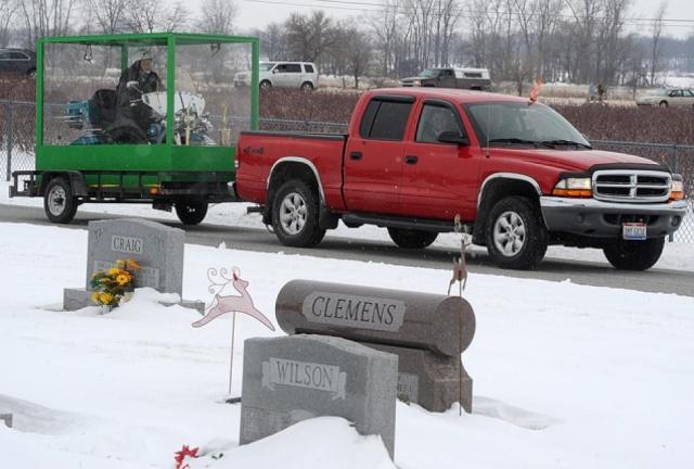 Homem é enterrado em sua motocicleta [Desejo realizado] 7a10