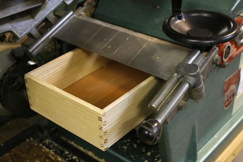 [Fabrication] Un meuble à 9 tiroirs - Page 2 Rabote10