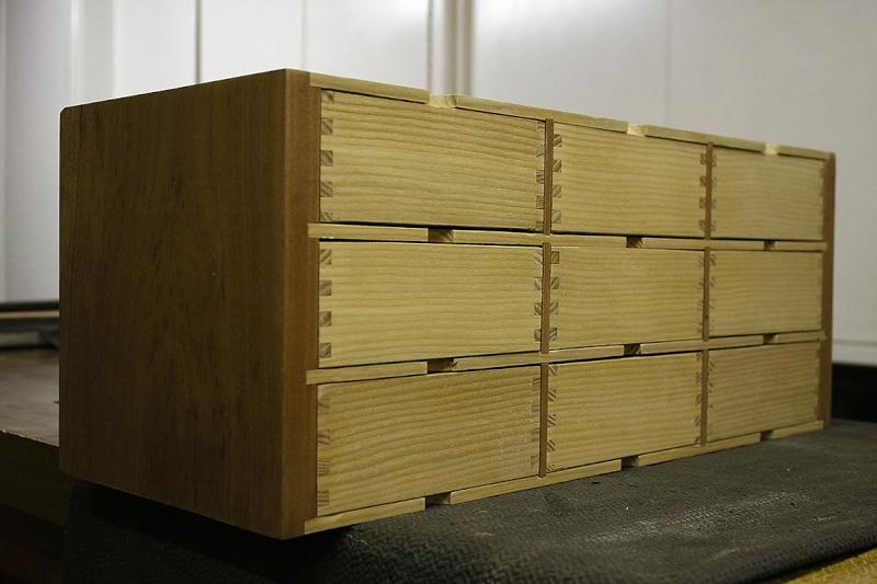 [Fabrication] Un meuble à 9 tiroirs - Page 2 Vue-3410