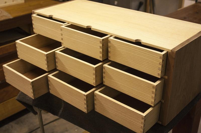[Fabrication] Un meuble à 9 tiroirs - Page 2 Vue-3411