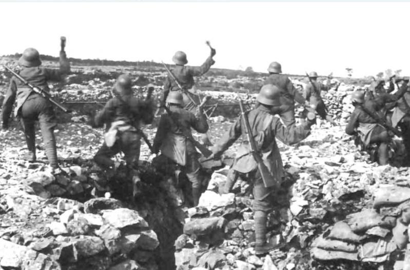 342 photos inédites de la Grande guerre !!! Ae110