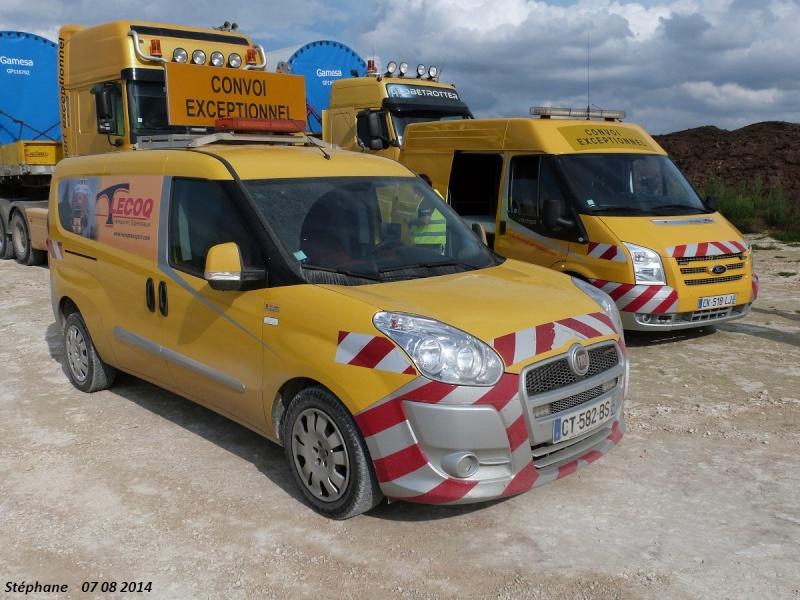 Véhicules d'escorte pour convois exceptionnels P1260470