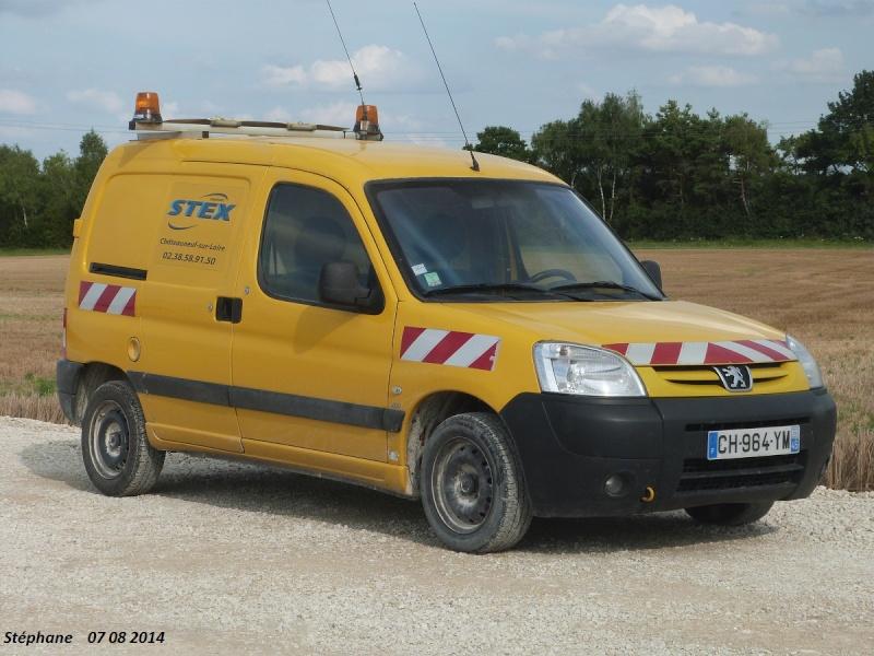 Véhicules d'escorte pour convois exceptionnels P1260473