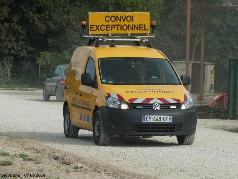 Véhicules d'escorte pour convois exceptionnels P1260474