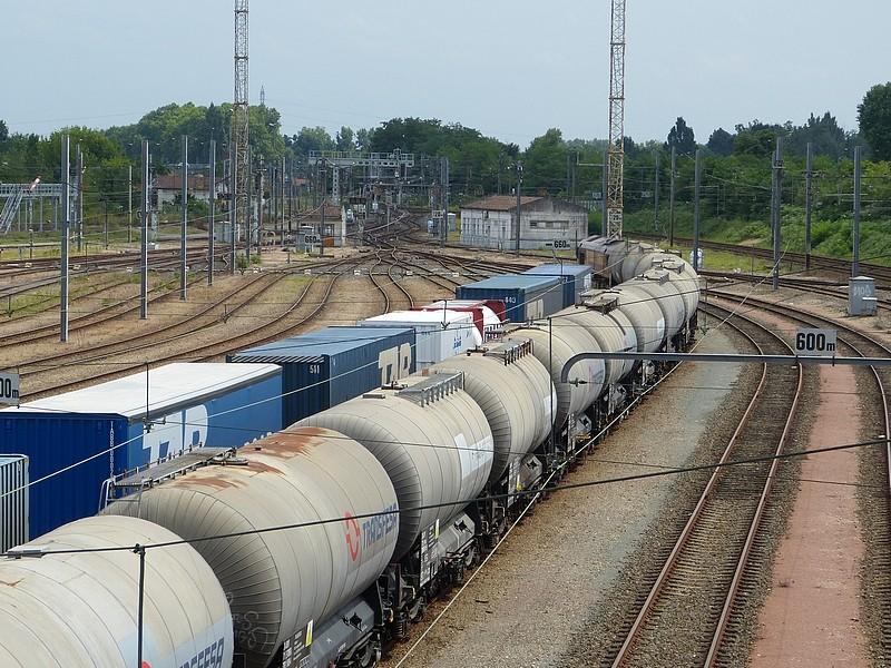 Photos et vidéos de la ligne Bordeaux - Toulouse - Narbonne - Sète (Fil 3) - Page 21 P1030511