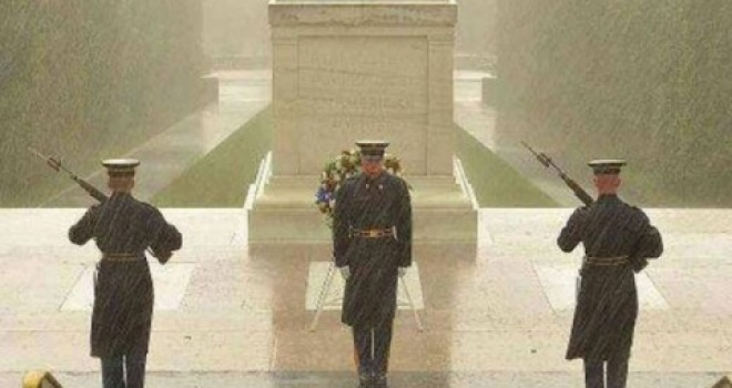 Varri i ushtarit të panjohur që ruhet që nga viti 1919 Timthu10