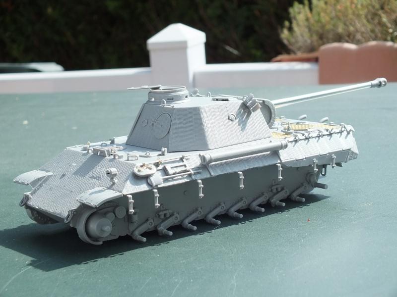 Panther Ausf D Dragon 1/35 avec Zimmerit réf. 6428 (FIN  DE PATINE , finitions lors de la  mise en place sur Dio) Dscf6110