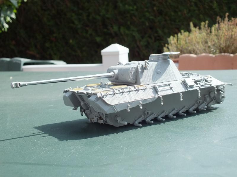 Panther Ausf D Dragon 1/35 avec Zimmerit réf. 6428 (FIN  DE PATINE , finitions lors de la  mise en place sur Dio) Dscf6111