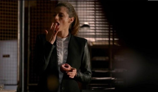 THE CASTLE CLOSET: BECKETT AND THE WHITE SHIRTS OF WOE? Castle10