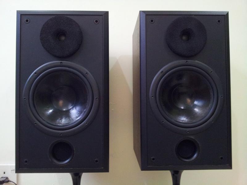 Acoustic Research AR 208HO Bookshelf Speaker Used