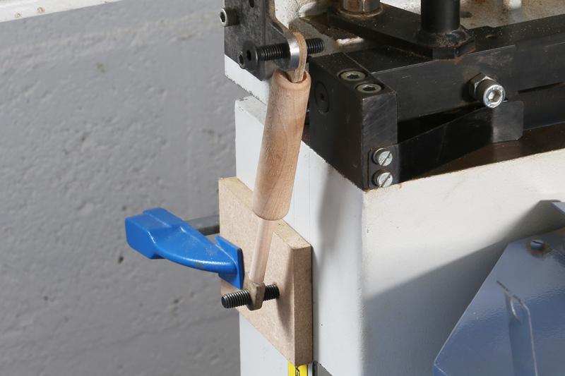 Fabrication d'un volet bois pour l'atelier - Page 3 13_oct10