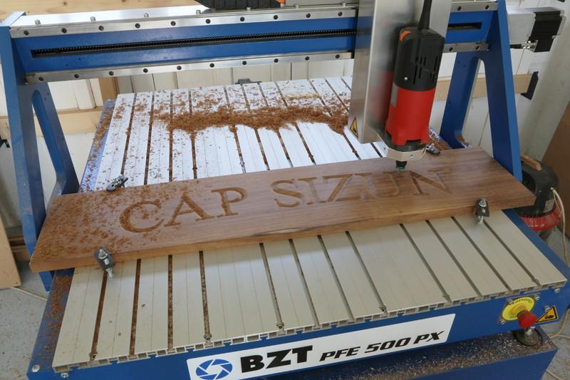 Gravure CNC avec V-Engrave d'une plaque de bateau. 17_jui21