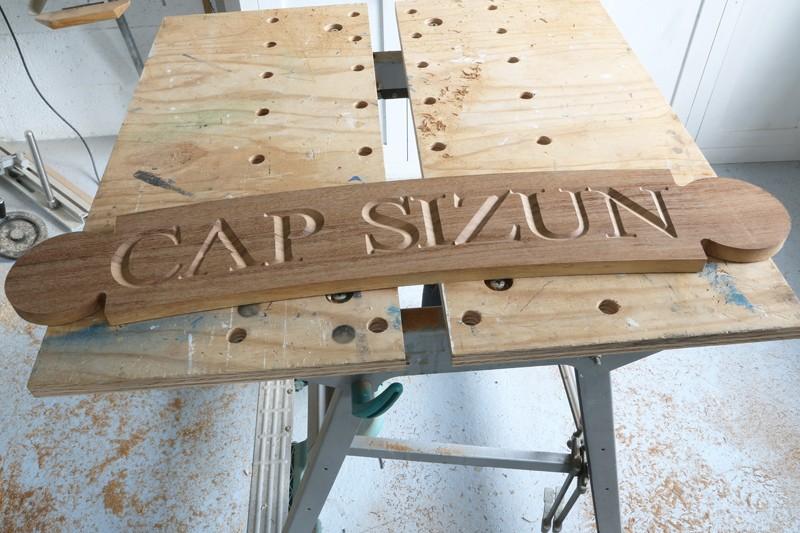 Gravure CNC avec V-Engrave d'une plaque de bateau. 17_jui25