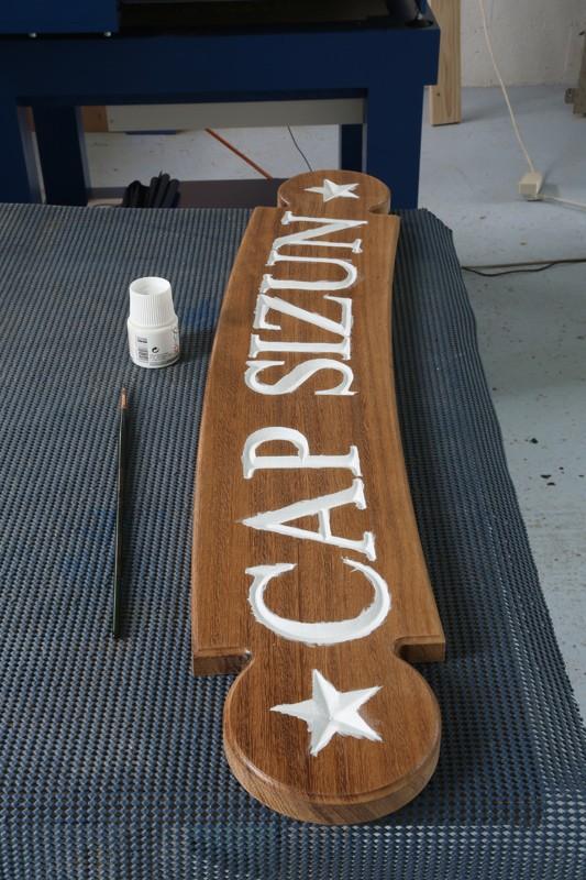 Gravure CNC avec V-Engrave d'une plaque de bateau. 18_jui27