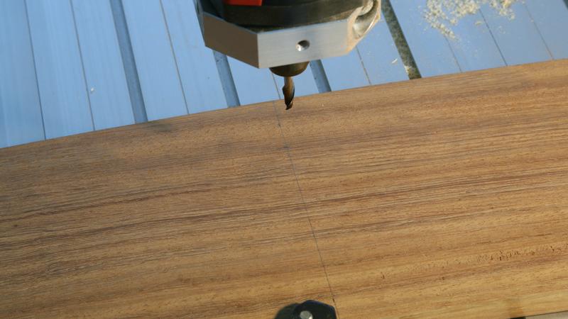 Gravure CNC avec V-Engrave d'une plaque de bateau. 20_jui29