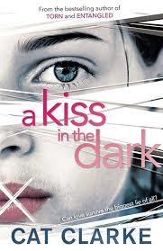 A  kiss in the dark de Cat Clarke Sans-t11