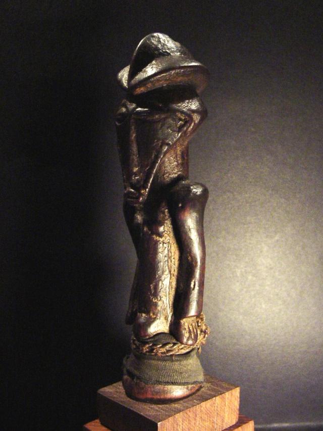 Basikasingo, (pre-Bembe/Buyo) people, Milindi ya Batee/ Banya, (Statuette des sorciers/guérrisseurs), Région de Lulenge, Lac Tanganyika, Congo Basika22