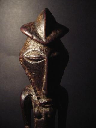 Basikasingo, (pre-Bembe/Buyo) people, Milindi ya Batee/ Banya, (Statuette des sorciers/guérrisseurs), Région de Lulenge, Lac Tanganyika, Congo Basika23