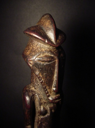 Basikasingo, (pre-Bembe/Buyo) people, Milindi ya Batee/ Banya, (Statuette des sorciers/guérrisseurs), Région de Lulenge, Lac Tanganyika, Congo Basika24