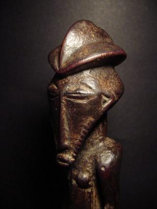 Basikasingo, (pre-Bembe/Buyo) people, Milindi ya Batee/ Banya, (Statuette des sorciers/guérrisseurs), Région de Lulenge, Lac Tanganyika, Congo Basika25
