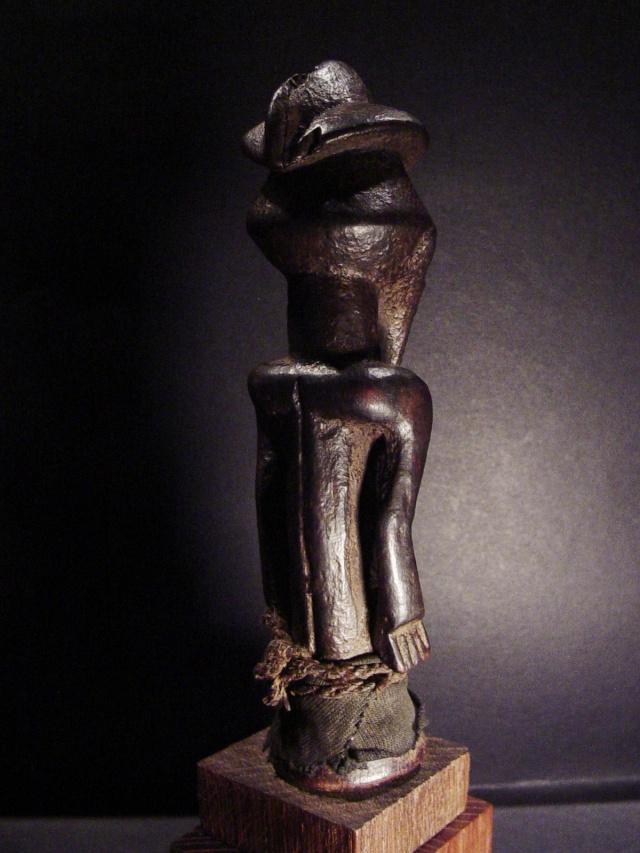 Basikasingo, (pre-Bembe/Buyo) people, Milindi ya Batee/ Banya, (Statuette des sorciers/guérrisseurs), Région de Lulenge, Lac Tanganyika, Congo Basika28