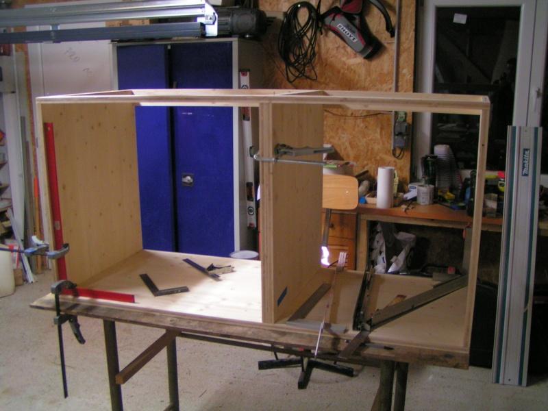 Fabrication d'une cuisine en frêne olivier - Page 4 Caisso11