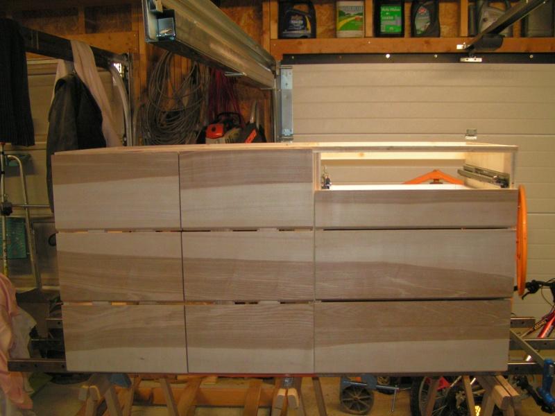 Fabrication d'une cuisine en frêne olivier - Page 4 Caisso13