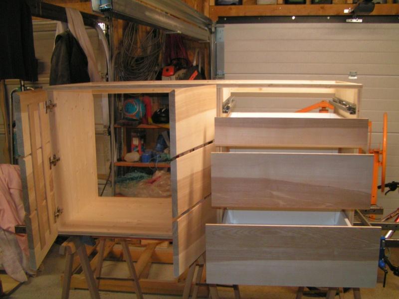 Fabrication d'une cuisine en frêne olivier - Page 4 Caisso14