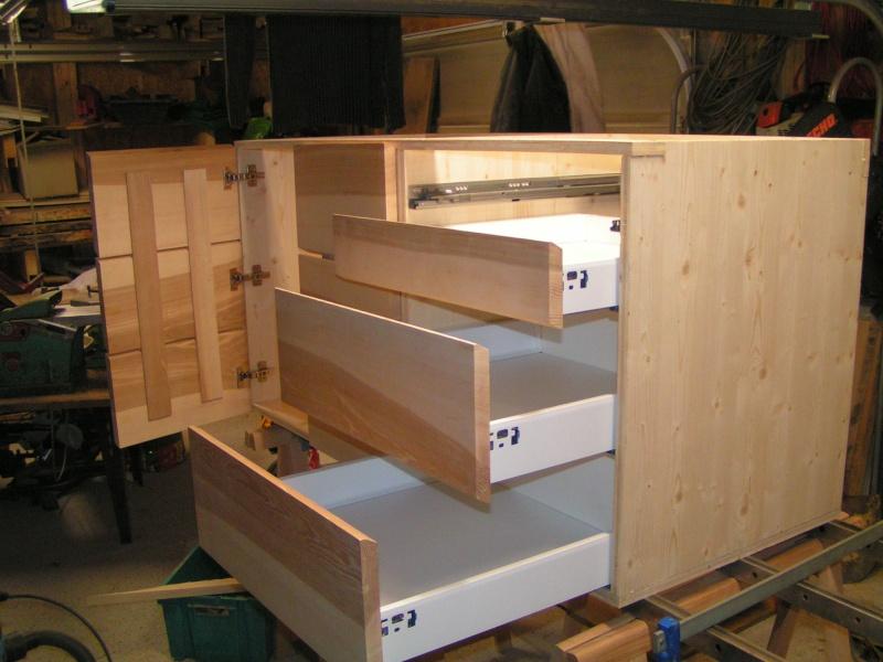 Fabrication d'une cuisine en frêne olivier - Page 4 Caisso15