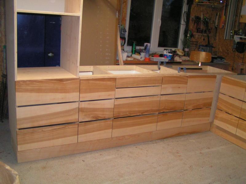 Fabrication d'une cuisine en frêne olivier - Page 5 Pict1743