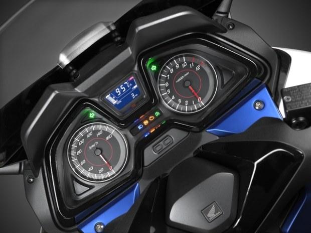 Honda Forza 125 Un xmax killer?? Honda-14