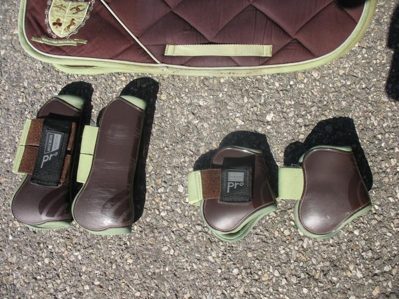 Beaucoup de matériel à vendre (tapis, sangle, couverture, protections CSO, guêtres dressage, licol étho, veste imper, ...) Img_6219