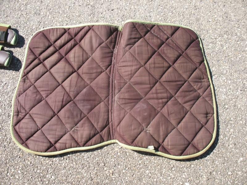 Beaucoup de matériel à vendre (tapis, sangle, couverture, protections CSO, guêtres dressage, licol étho, veste imper, ...) Img_6221