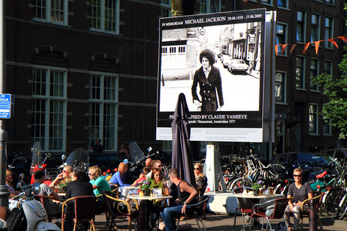 Ad Amsterdam esposta foto d'epoca di Micheal Jackson  11432310
