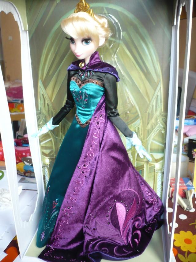 Disney Store Poupées Limited Edition 17'' (depuis 2009) - Page 39 P1170459