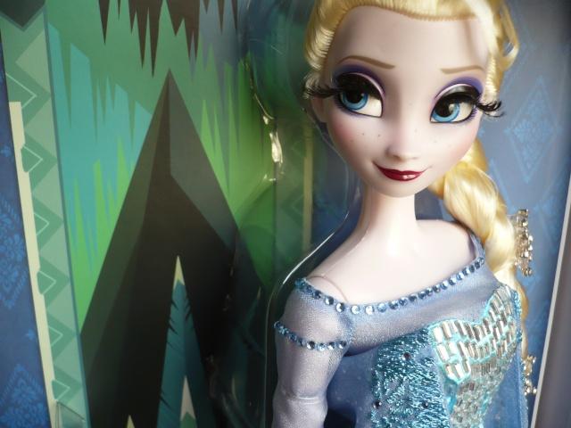 Disney Store Poupées Limited Edition 17'' (depuis 2009) - Page 39 P1170523