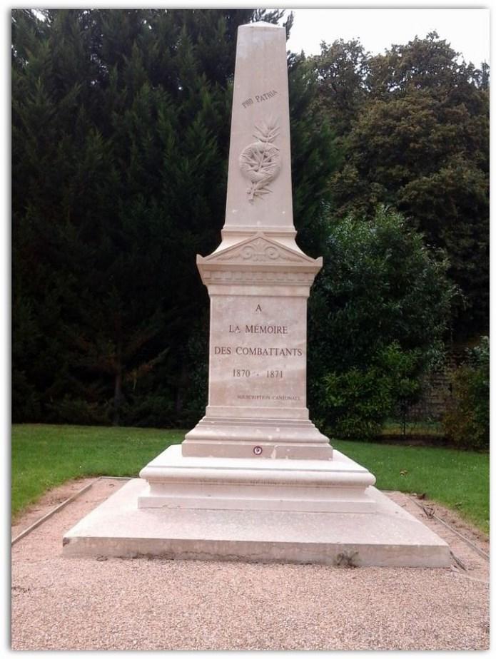 Deux monuments aux morts à Lugny  Monume10