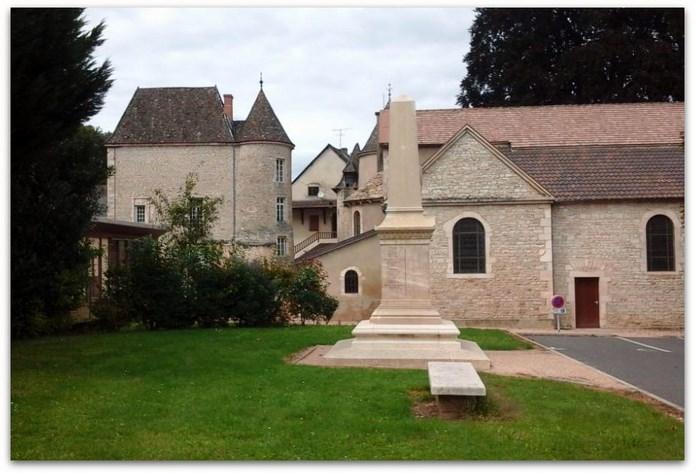 Deux monuments aux morts à Lugny  Monume12