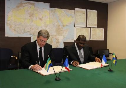 Armée du Gabon - Page 4 3419