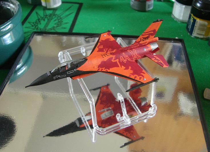 "RNLAF F-16 ""solo display team"" [Revell - 1/144] Dsc00137"