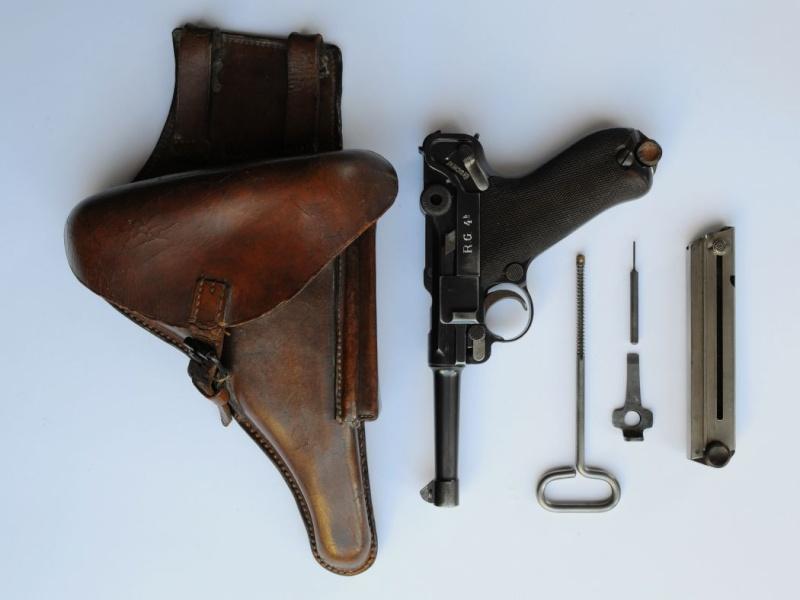 Les Luger commerciaux utilisés par l'armée impériale allemande et la Reich gendarmerie d'Alsace-Lorraine. Dwm_1924