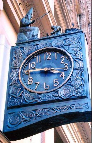 Reçu un beau diapo....Les horloges et pendules des rues..... Cdeuxi10