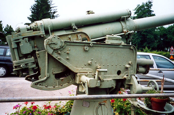 Italian Truck Mounted Anti-Aircraft Gun - Page 2 Cannon14